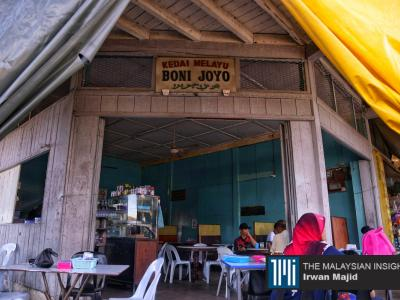 Boni Joyo serving Malay kampung food is one of the oldest restaurants in Bongawan town. – The Malaysian Insight pic by Irwan Majid, January 11, 2020.