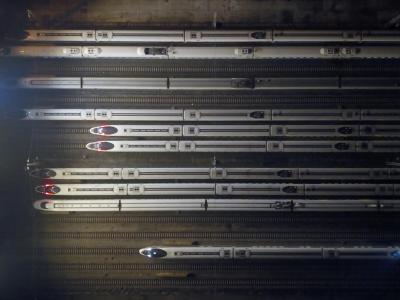 为应付中国春运庞大的流量,返乡人次预计达致30亿。图为春运首日拍摄的高铁俯瞰图。(图:欧新社)