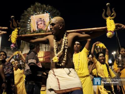 信徒背上卡瓦迪虔诚还愿。(摄影:Najjua Zulkefli)