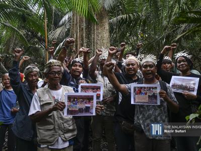 Orang Temuan Orang Asli yang diketuai oleh Rahman Pahat (tengah) membantah cadangan kerajaan Selangor untuk mengambil kira-kira 97% daripada Hutan Simpan Utara Kuala Langat. – Gambar The Malaysian Insight oleh Nazir Sufari, 20 Februari, 2020.