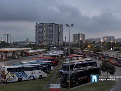 Many long-distance bus services are no longer available, leading to idle vehicles, as part of the MCO. – The Malaysian Insight pic by Najjua Zulkefli, April 1, 2020.