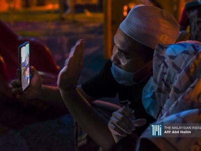 今年的开斋节游子们都无法回乡过节,唯有透过视讯与家人话家常。(摄影:Afif Abd Halim)