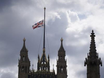 英国文化、媒体和体育部指示所有政府建筑物下半旗致哀,直至葬礼翌日。(图:法新社)