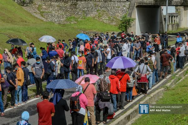Large crowds at Stadium Malawati assessment centre as Covid-19 cases surge