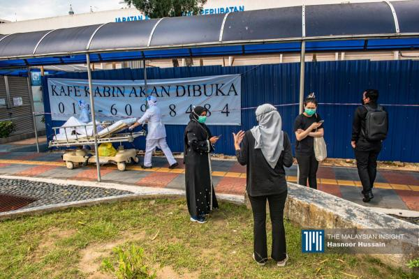A nurse pushes a patient passing by a group of contract doctors who are about to start the 'Hartal Doktor Kontrak' at Hospital Kuala Lumpur. – The Malaysian Insight pic by Hasnoor Hussain, July 26, 2021.