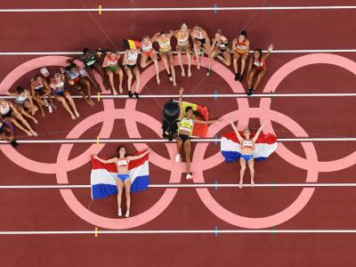 Gold medallist Belgium's Nafissatou Thiam (centre), silver medallist Netherlands' Anouk Vetter (right) and bronze medallist Netherlands' Emma Oosterwegel pose after the women's heptathlon event at the Tokyo 2020 Olympic Games at the Olympic Stadium in Tokyo, Japan. – AFP pic, August 8, 2021.