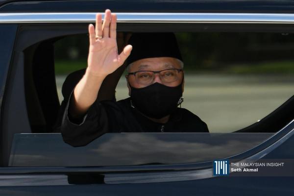 沙比里宣誓就任首相