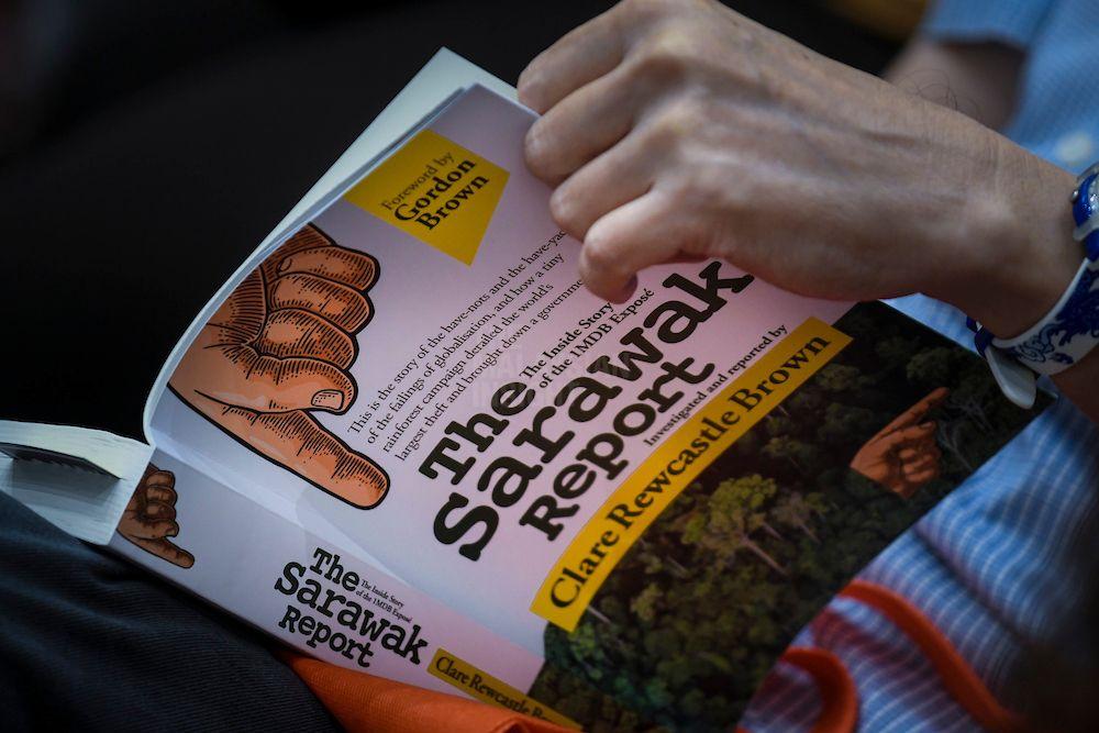 克莱尔在新书《砂拉越报告:揭露一马公司内幕》中,揭露这种牵涉极广的舞弊案的来龙去脉。(档案照:透视大马)