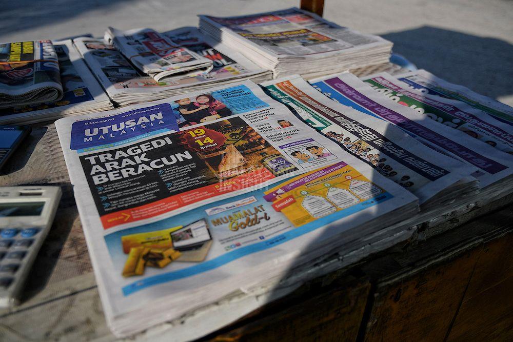 在各别调涨50仙后,《马来西亚前锋报》和《Kosmo!》的售价,分别是2令吉以及1令吉50仙。(档案照:透视大马)(档案照:透视大马)