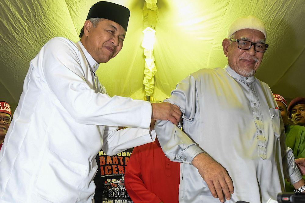 """由巫统与伊斯兰党主导的""""全民和谐""""阵线,目前仍是马来选民最主要的选择,其他马来政党要与这两党一较高低,并不是容易的事。(档案照:透视大马)"""
