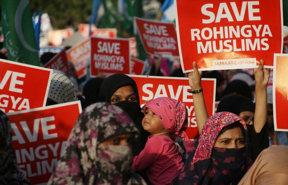 Walaupun banyak kecaman dan protes dibuat terhadap kerajaan Myanmar, hanya tindak balas kolektif dan sekatan sepakat oleh negara-negara Islam dapat dapat membantu masyarakat Islam di wilayah Rakhine yang tidak dilindungi dan dipedulikan dunia. – Gambar AFP, 12 September, 2017.