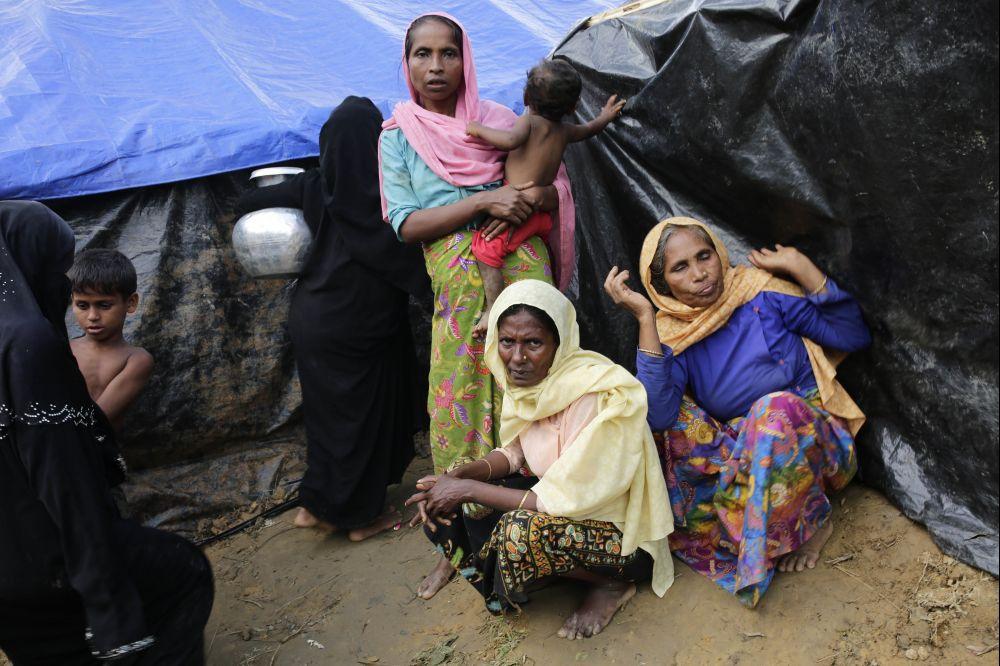 Kesudian Bangladesh membenarkan 270,000 Rohingya berlindung walaupun mempunyai sumber yang terhad banyak membantu pelarian. – Gambar AFP, 12 September, 2017.