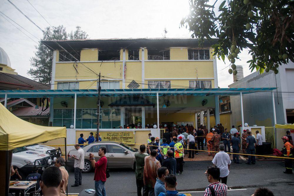 2017年9月14日在吉隆坡甘榜克拉末私人宗教学校夺走23名人命的火灾事故。(档案照:透视大马)