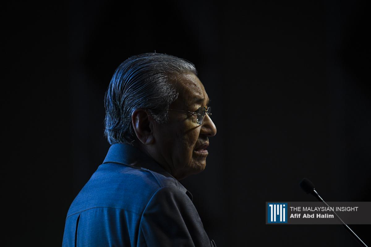 """若还有人相信独裁者马哈迪已经""""从良"""",除了""""愚蠢""""一词,大概也没有其他形容词了。(档案照:透视大马)"""
