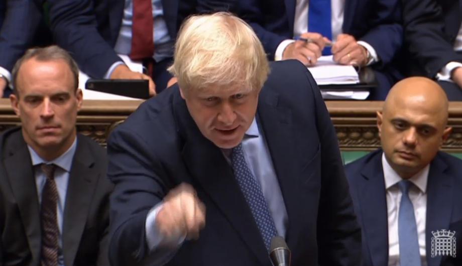 英国首相约翰逊被视为推翻之前的绅士政治,试图利用英国脱欧的法律漏洞来逼国会休会(图:欧新社)