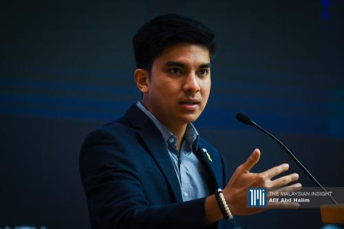 Syed Saddiq pans Anwar's supporters for pestering Dr Mahathir to retire