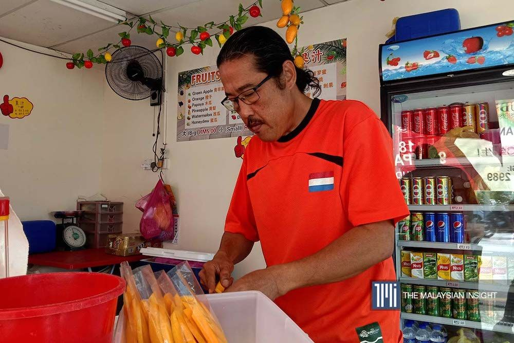 Fruit juice seller Johnny Ooi feels it is not just tourists from China who are staying away this season, but visitors from other countries as well. – The Malaysian Insight pic, February 5, 2020.