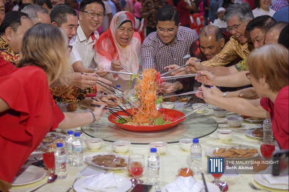 PKR deputy president Mohamed Azmin Ali and PKR vice-president Zuraida Kamaruddin tossing yee sang at the CNY programme in Ampang today. – The Malaysian Insight pic by Seth Akmal, February 16, 2020.
