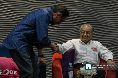 Malaysia, Pakatan damaged by recalcitrant MPs