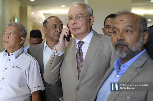 Najib's lawyers withdraw Australian handwriting expert as witness