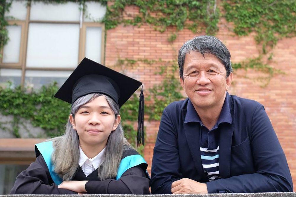 许友彬和小女儿许书芹。(图:红蜻蜓出版社提供)