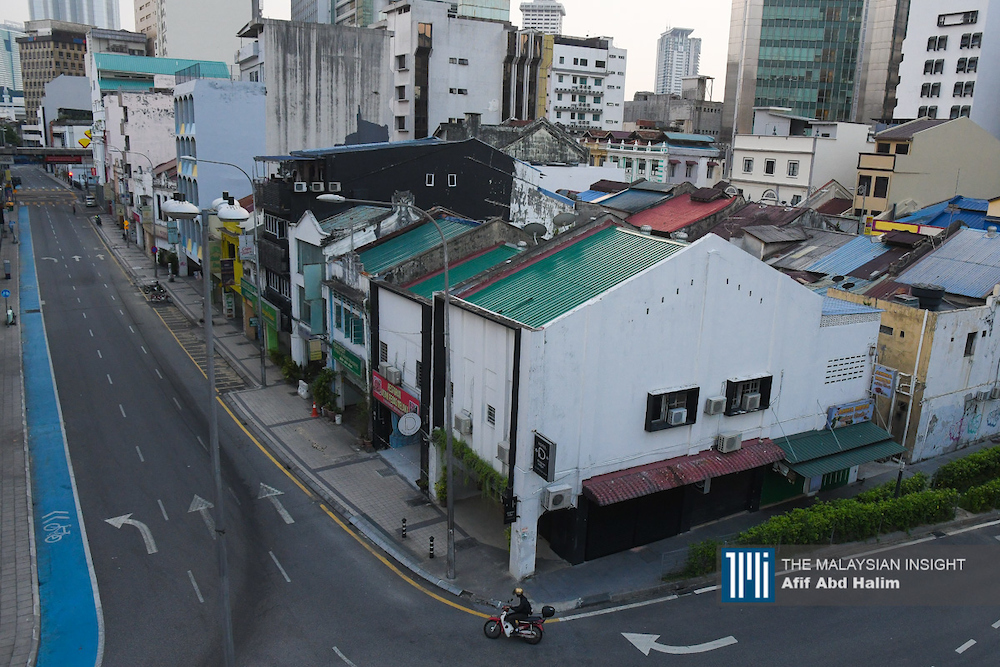 Banyak restoran dan kedai makan terpaksa ditutup selepas kerajaan menguatkuasakan Perintah Kawalan Pergerakan yang kini dilanjutkan sehingga 14 April ini. – Gambar fail The Malaysian Insight, 2 April, 2020.