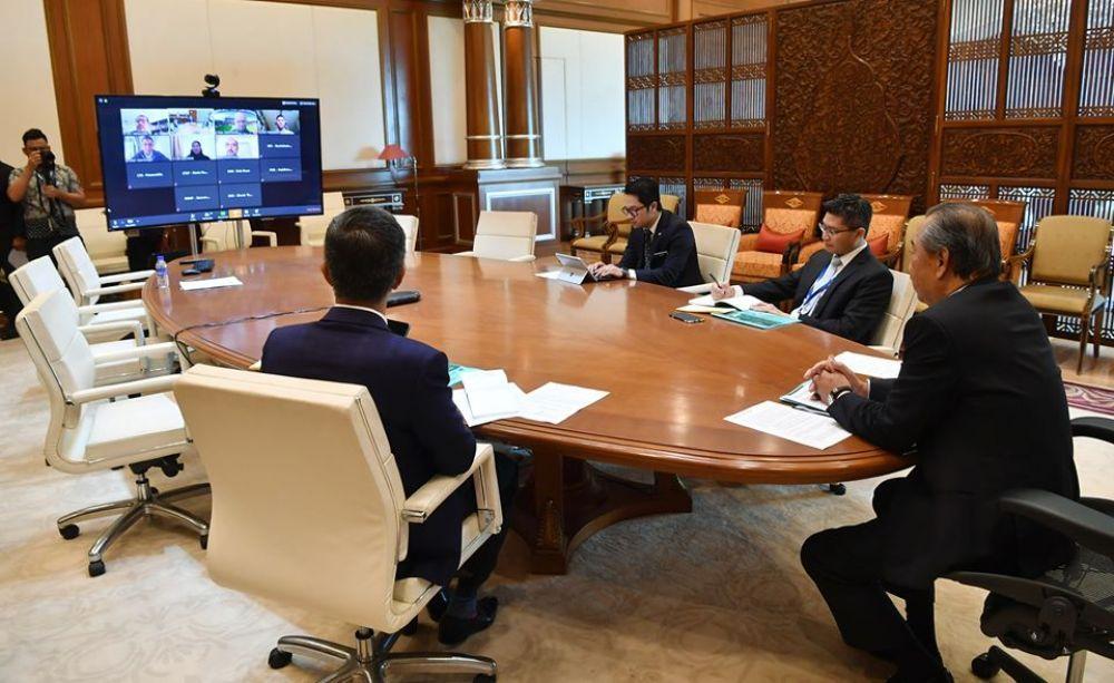 慕尤丁今早与6个主要官联公司举行了视频会议,讨论国家经济课题。(图摘自慕尤丁脸书)