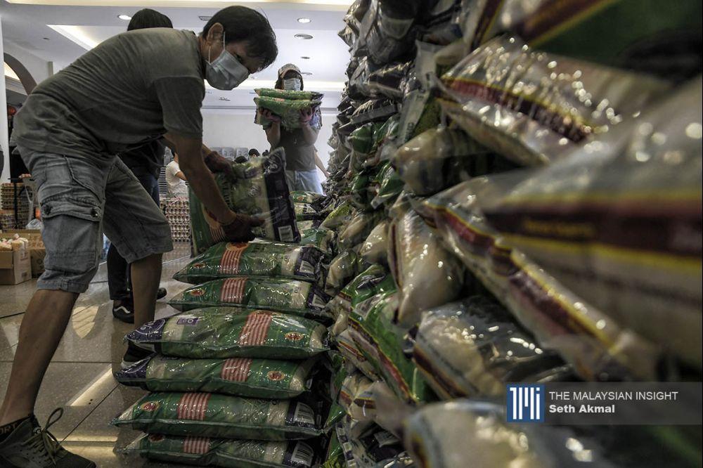 在受到疫情的影响,米粮是贫穷家庭不可以缺少的食物之一。(档案照:透视大马)