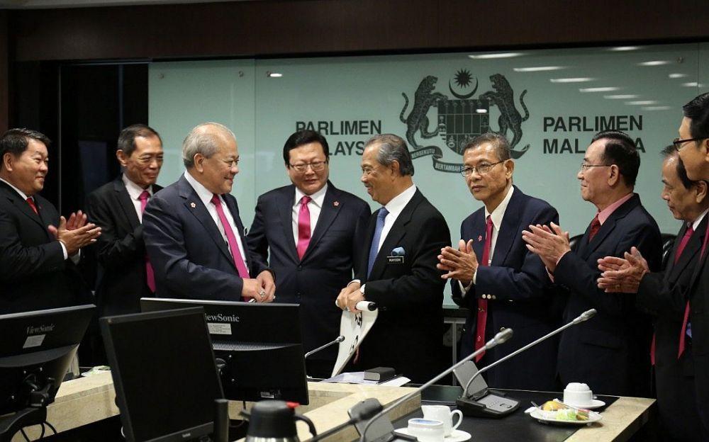 慕尤丁昨日会见多名华总领袖,针对国家和华社相关议题分享彼此的意见。(图:华总提供)