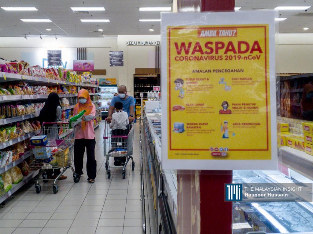Kegagalan mematuhi SOP pencegahan Covid-19 menyebabkan wujud lonjakan kes jangkitan yang membuatkan Putrajaya beri amaran PKP kedua boleh dikuatkuasa. – Gambar fail The Malaysian Insight, 25 Julai, 2020.