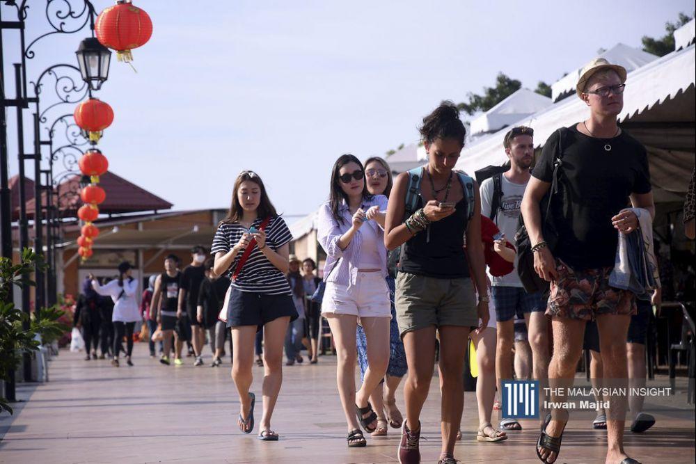 只要政府不开放外国游客入境,旅行社业者依旧将面对困难。(档案照:透视大马)