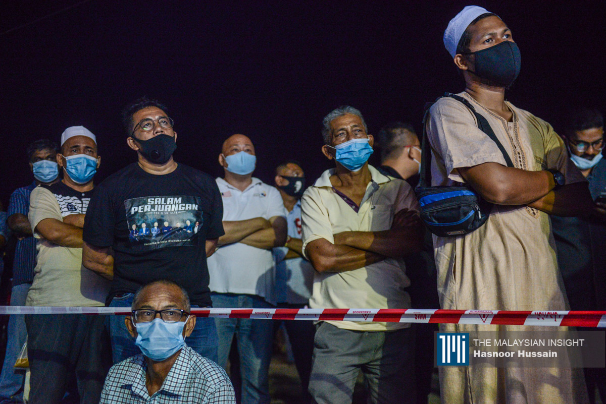 Slim residents at the announcement of the Dr Mahathir Mohamad's candidate on Tuesday. –The Malaysian Insight pic by Hansoor Hussain, August 15, 2020.