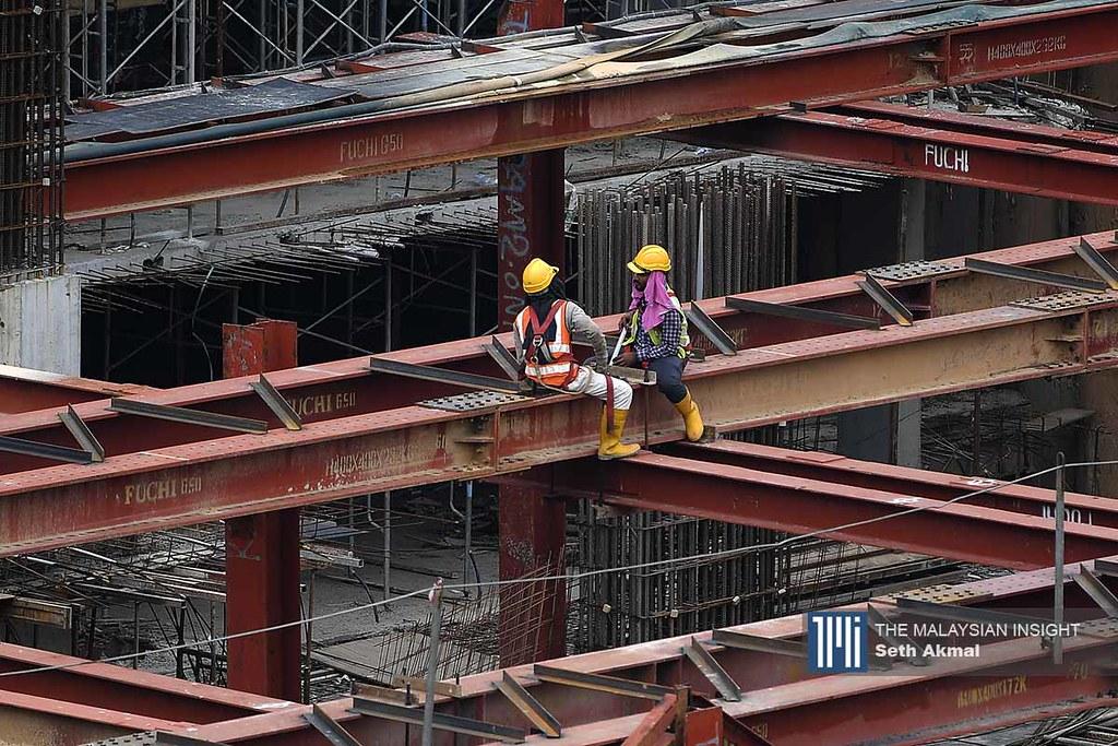 根据国家统计局在8月的数据显示,建筑业萎缩高达44.5%。(档案照:透视大马)