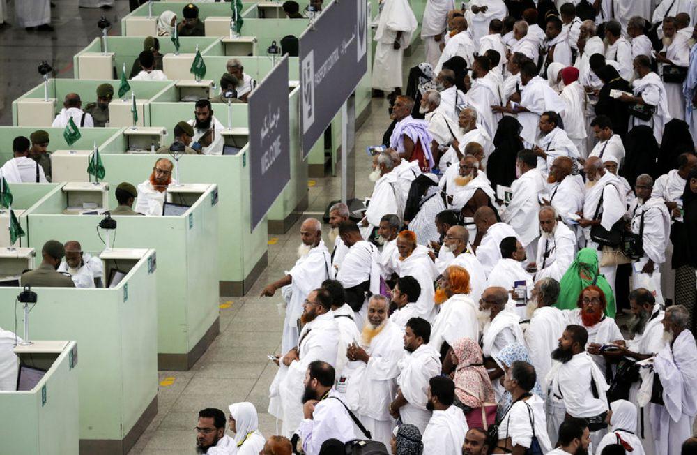 Saudi Arabia sets date to lift some international flight restrictions