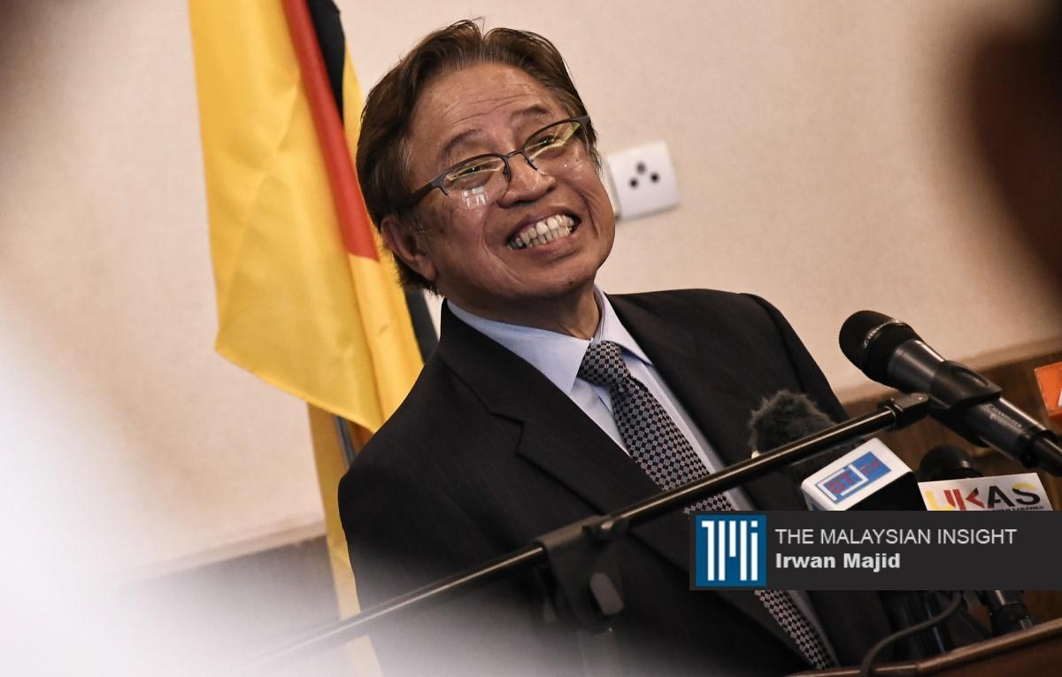 阿邦佐哈里和他领导的砂拉越政党联盟(GPS)必须尽快在反对党从混乱中恢复前举行州选才能获益。(档案照:透视大马)