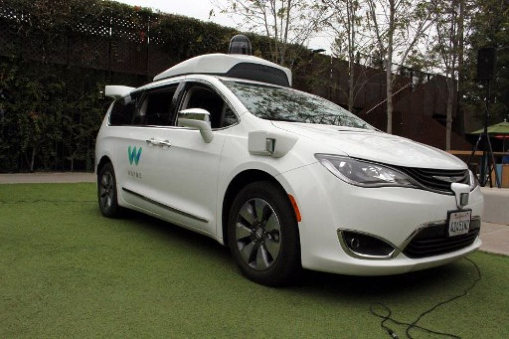 Waymo begins full driverless public service in Phoenix