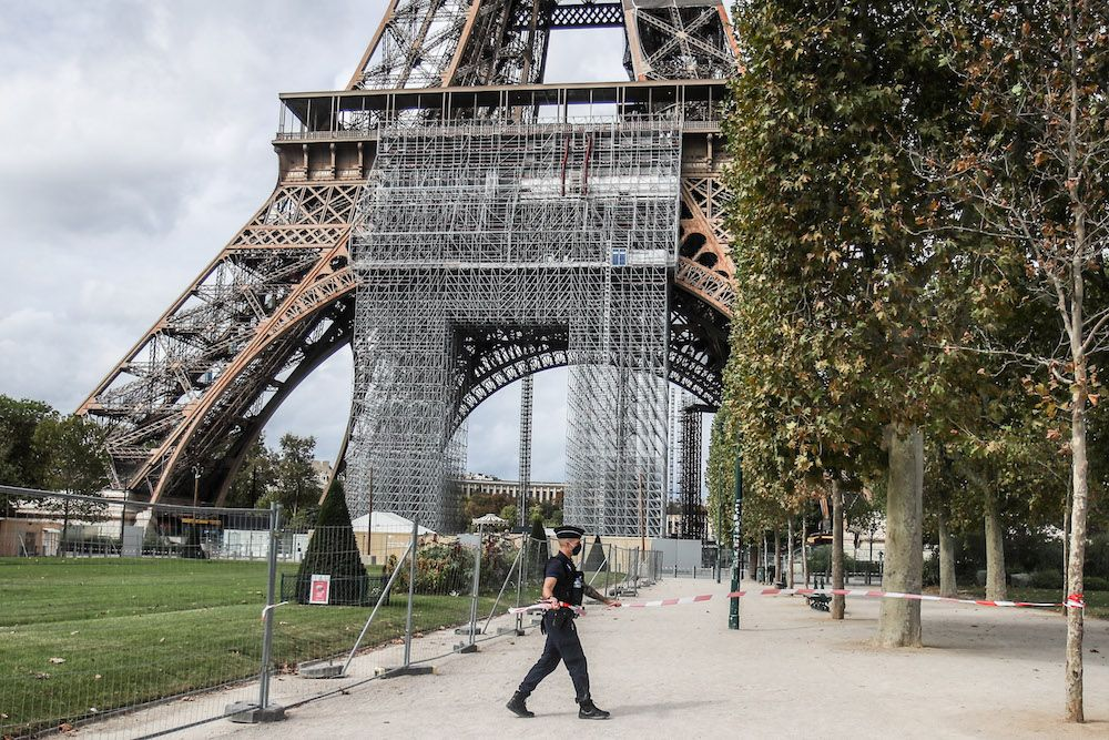 Two Muslim women stabbed under Eiffel Tower in Paris