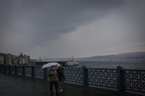 Laluan di Selat Bosporus ditutup kerana asap tebal