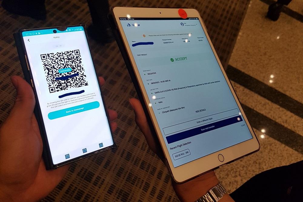 新加坡旅客的新冠肺炎检验报告存储到区块链应用程序,并在较后通过Immunitee应用程序扫描二维码(QR code)后,获得新加坡移民局的接受。