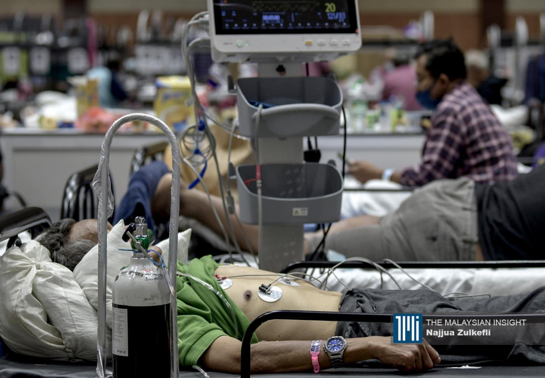 卫生专家认为,一些死亡病例或许与新毒株有关,一些则可能是延误入院医治,这些可能是第3、4、5级病患。(档案照:透视大马)