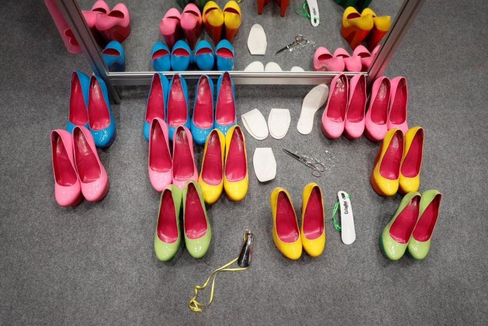 鞋商去年限行令1.0许多零售商通过网上销售,生意还能撑得住,但这次通过电商平台,生意变得惨淡。(图:欧新社)
