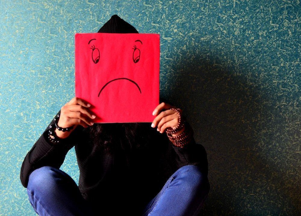 引起精神疾病的因素,分别来自失去至亲、变种的新冠病毒、失去工作和收入、失去依靠的地方、持续受到财务困扰,以及长期封锁引起的家庭纠纷。(档案照:透视大马)