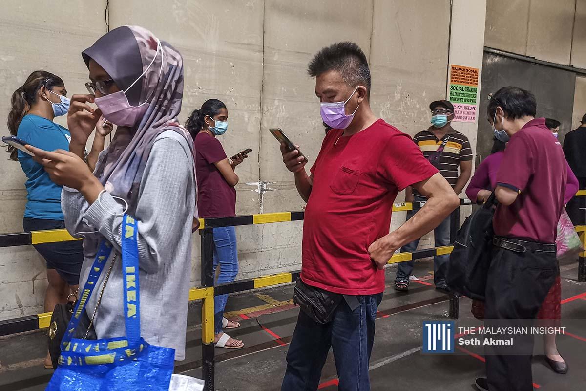 徐慧仪说,公共卫生和社会措施如戴口罩、经常洗手和保持社交距离并避免聚集,有一定的帮助。(档案照:透视大马)