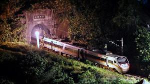 """【视频】台铁""""太鲁阁号""""脱轨事故   死亡人数修正为51人"""