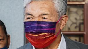 [VIDEO] RM6 juta bukan rasuah tapi sumbangan politik Datasonic kepada yayasan amal Zahid, kata peguam