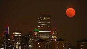 [WATCH] Supermoon rises over Dubai and London skylines